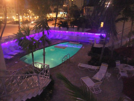 Alcazar Resort: Alcazar Pool at night