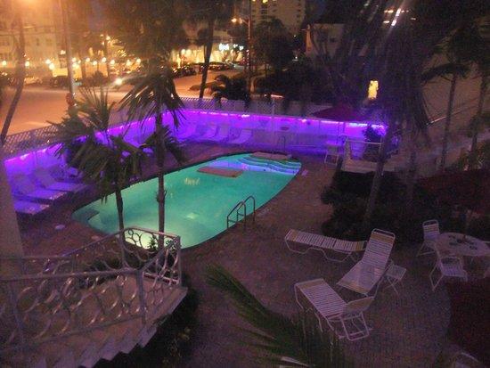 Alcazar Resort : Alcazar Pool at night