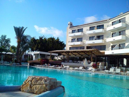 Paphos Gardens Holiday Resort: sunny skies