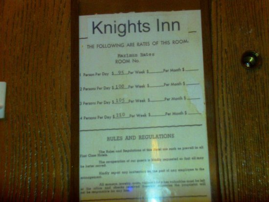 Knights Inn Eau Claire: room rates over-priced and over charged for suh a dirty place