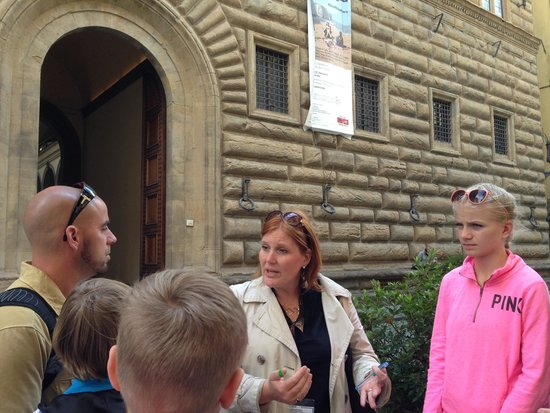 Freya's Florence Tours: In front of the Medici family home and place of business