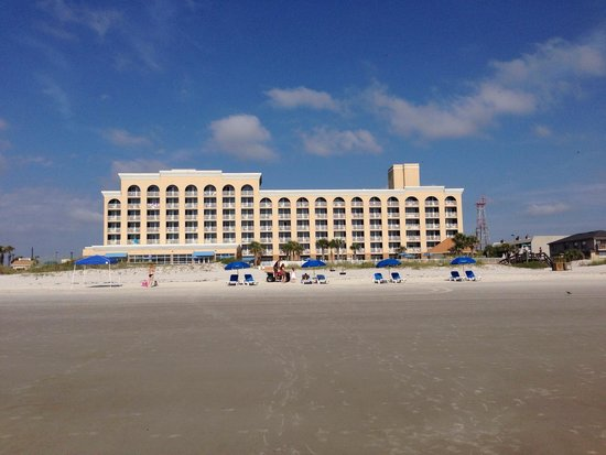 Courtyard by Marriott Jacksonville Beach Oceanfront: Hotel view from the ocean