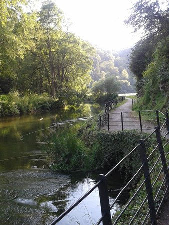 YHA Ilam Hall: Walk in the grounds