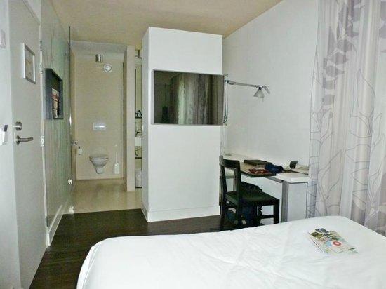 Hotel Landgoed Zonheuvel: Einbettzimmer, Blick vom Bett aus