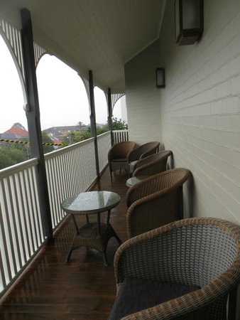Cremorne Point Manor : Upstairs porch