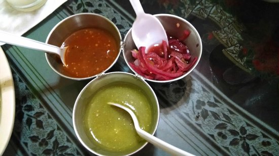 tlayudas arely huatulco: Hot Sauce and Hot Onions