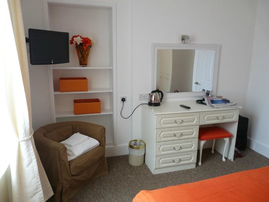 The Cumberland: Bedroom