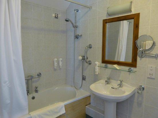 Beggars Reach Hotel: Bathroom room 14