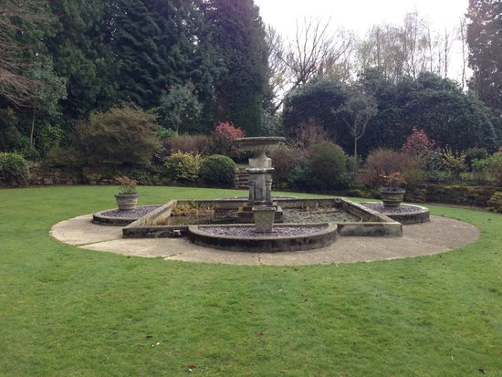 Ashdown Park Hotel & Country Club: Secret garden