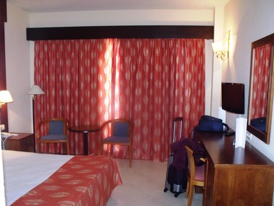 Sol Don Pablo by Melia: King Sized bed on 9 fl - with balcony