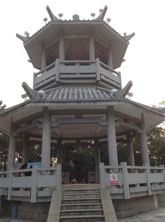 Sun Wen Memorial Park: Chinese resting parlor is a popular place inside the park