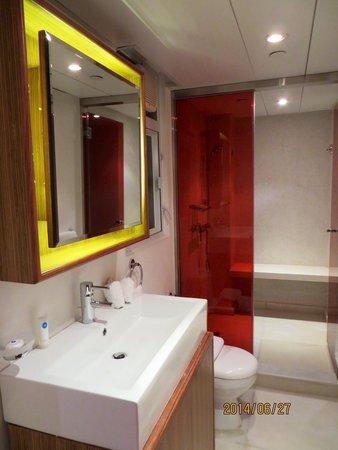CHI Residences 279: 洗面所