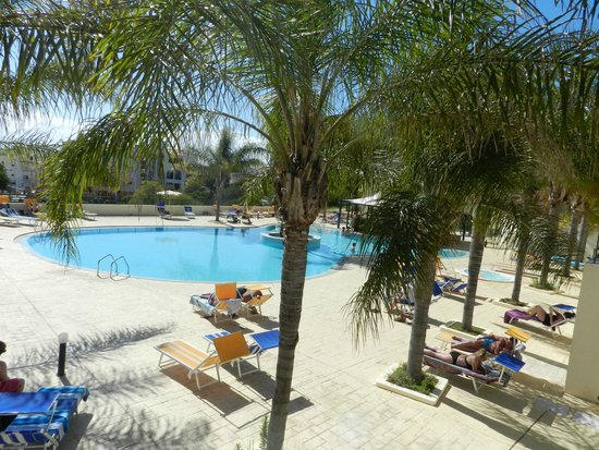 Hotel Mirachoro Praia: Piscina e bar