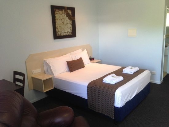 Bluewater Harbour Motel: Lovely Queen Beds all Rooms.