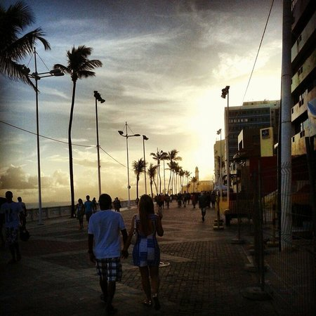 Farol da Barra Beach : Calçadão