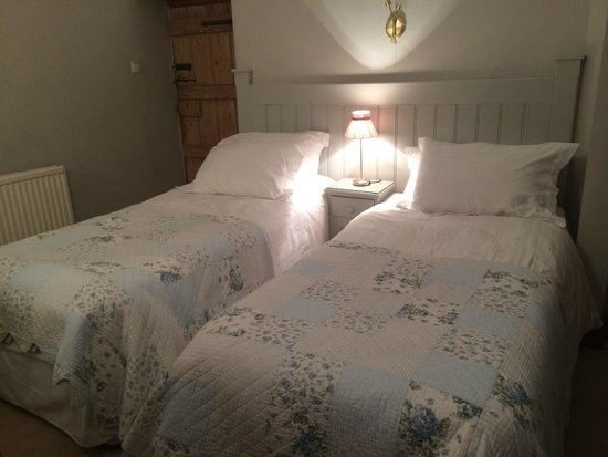 Hearthstone Farm: Lovely twin bedded room
