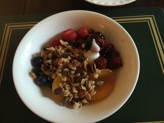 Hearthstone Farm: Gorgeous muesli and fresh fruits