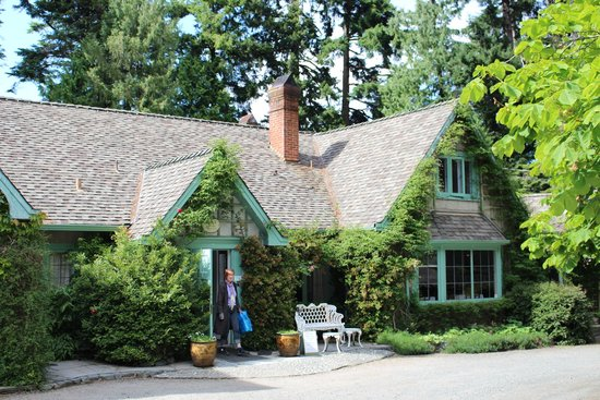 Milner Gardens and Woodland: Milner Residence-teahouse is here