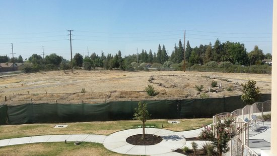 Fairfield Inn & Suites Visalia Tulare : View from my room - Freeway