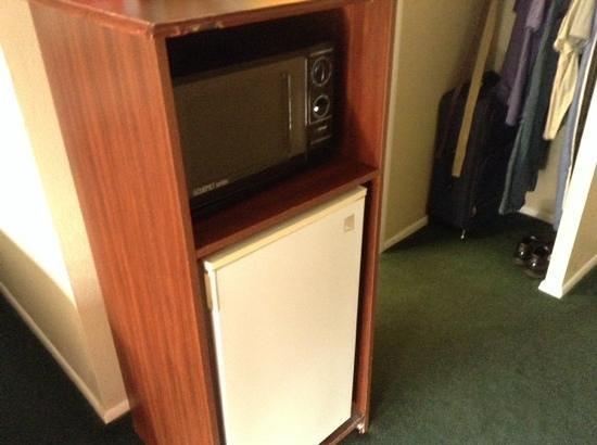 Super 8 Provo Byu Orem : microwave and fridge
