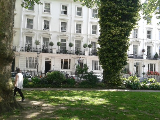 Ashley London : The hotel from the park