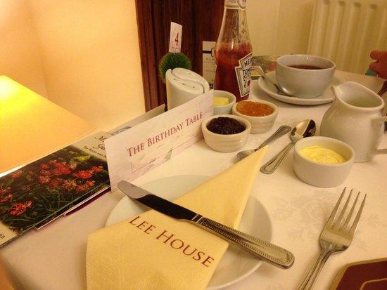 Lee House: Breakfast table