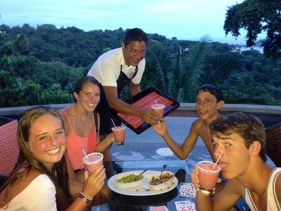 Villa Perezoso: Best Bartender Ever! Randall :)