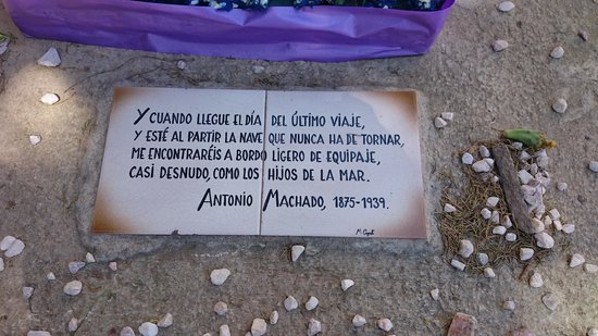 Tumba de Antonio Machado en el cementerio de Collioure: Texto sobre la tumba