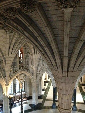 Colline du Parlement : columns in parliament halls