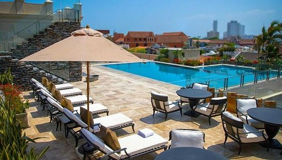 Bastion Luxury Hotel Piscina Terraza
