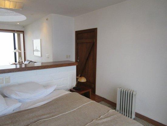 El Crater Hotel: The room