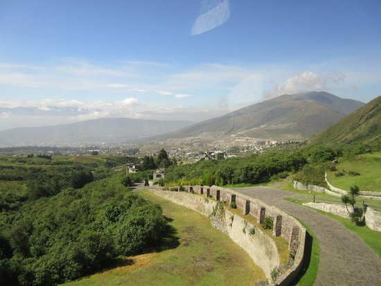 El Crater Hotel: Looking towards Quito