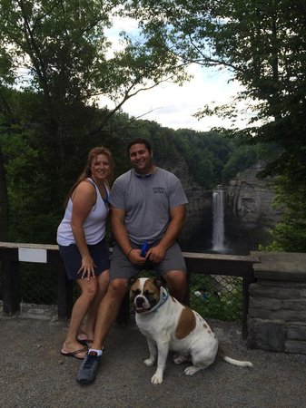 Buttermilk Falls State Park: Taughannock Overlook