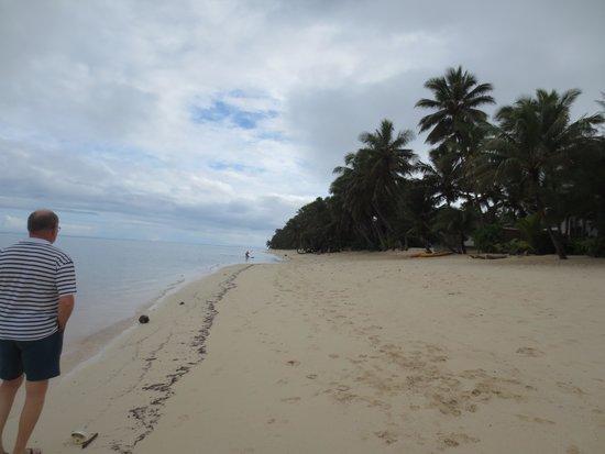 Little Polynesian Resort: Walking on the beach