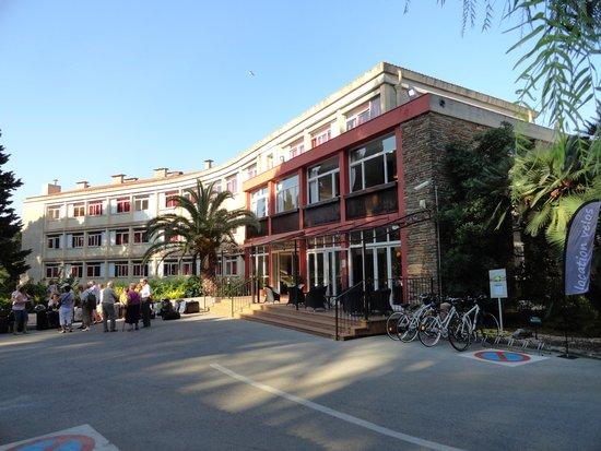 Hôtel Club Vacanciel Carqueiranne : bâtiment principal