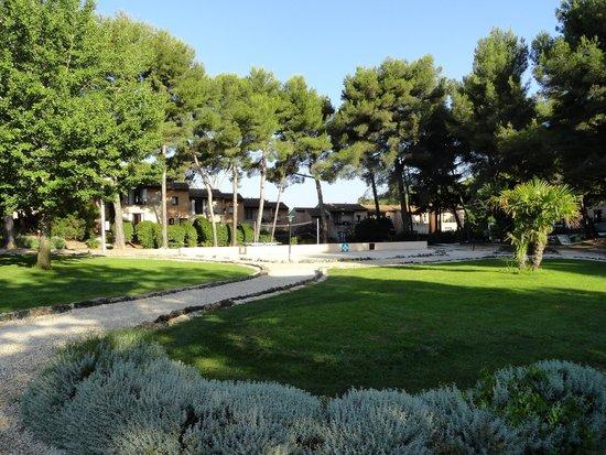 "Hôtel Club Vacanciel Carqueiranne : villas ""pinède"""