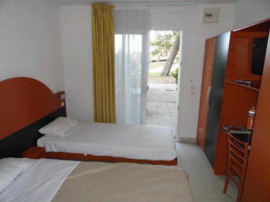 Hôtel Club Vacanciel Carqueiranne : chambre n°19 : minuscule !