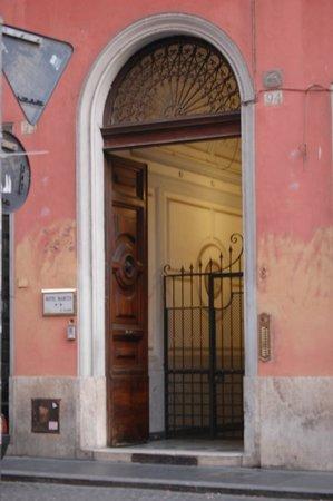 Hotel 939: Entrance