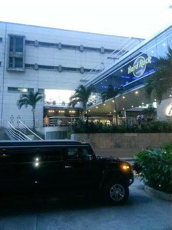 Hard Rock Hotel Panama Megapolis: pasillo al mall