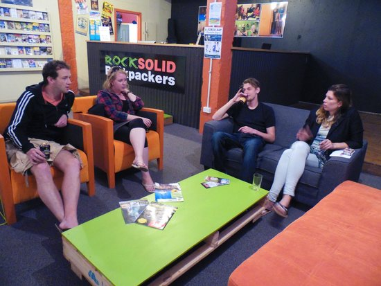 Rock Solid Backpackers : Comfortable Guest Lounge - ideal to meet and hang out with other guests!