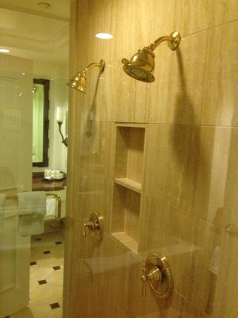 Caesars Palace : Two person shower