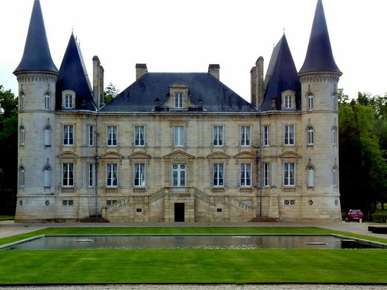 Bordeaux Wine Travel : one of many chateaux