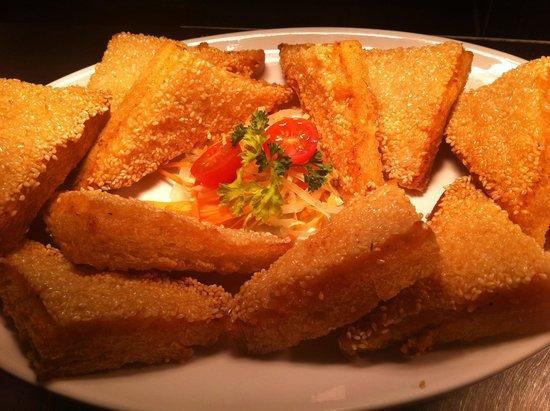 Long Yuen Court: Sesame prawn toast