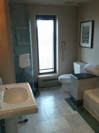 InterContinental Montreal : Bathroom (room 2320)