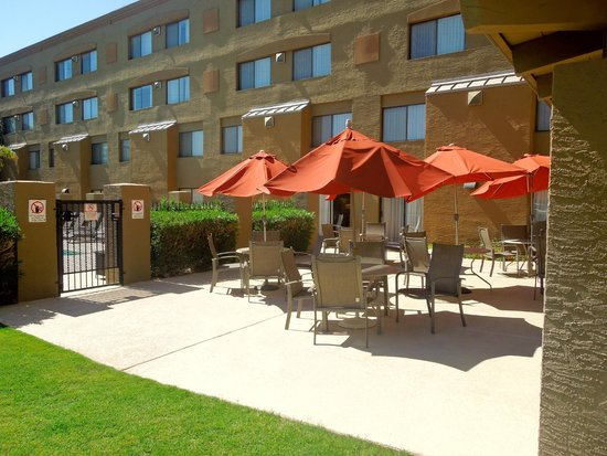 Best Western Plus Tempe By The Mall : Pool Patio