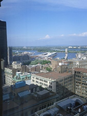 InterContinental Montreal : Part of the view of room 2320