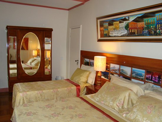 Rio Guest House ( Marta's Guest House): Our Ruby Room !