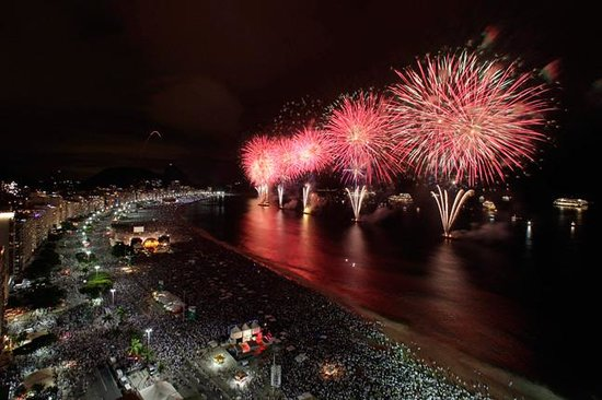 Rio Guest House ( Marta's Guest House): New Year at Copacabana beach from our terraces !