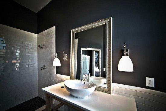 The Harkness Hotel: The Ebony bathroom