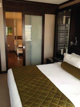 Vdara Hotel & Spa: Bed/bath